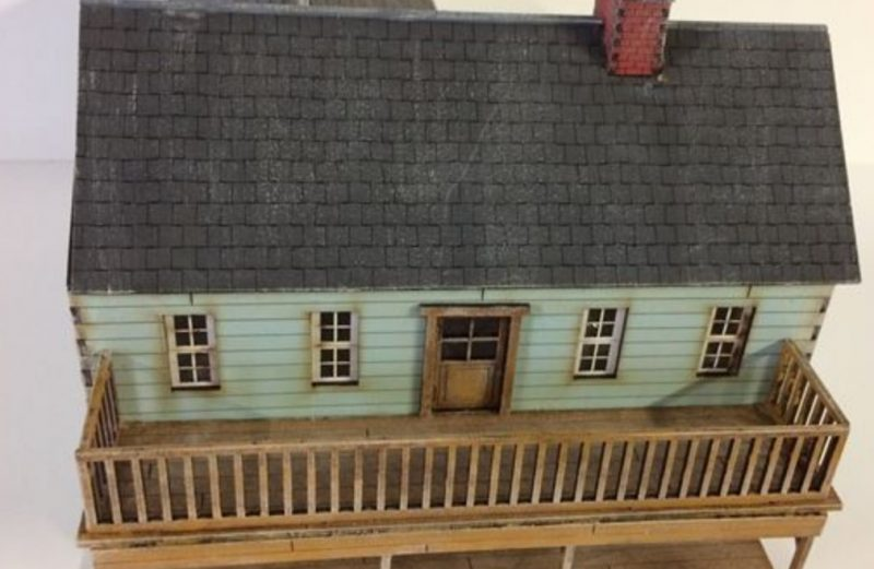 28mm ACW Blue Clapboard Building with Balcony