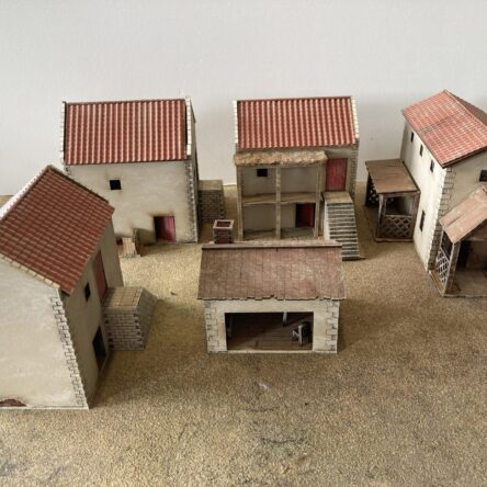 28mm Spanish/Italian Set, 4 houses and forge.